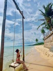 Enjoy with swing on the Duong To Beach