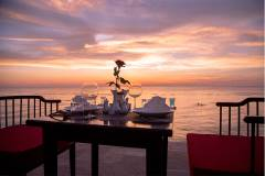 The Palmy Phu Quoc Resort - Restaurant on the beach
