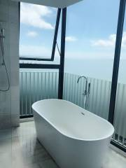 Room with seaview - bathroom