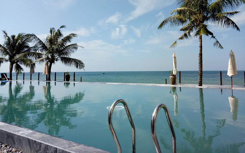 The Palmy Phu Quoc Pool Bar